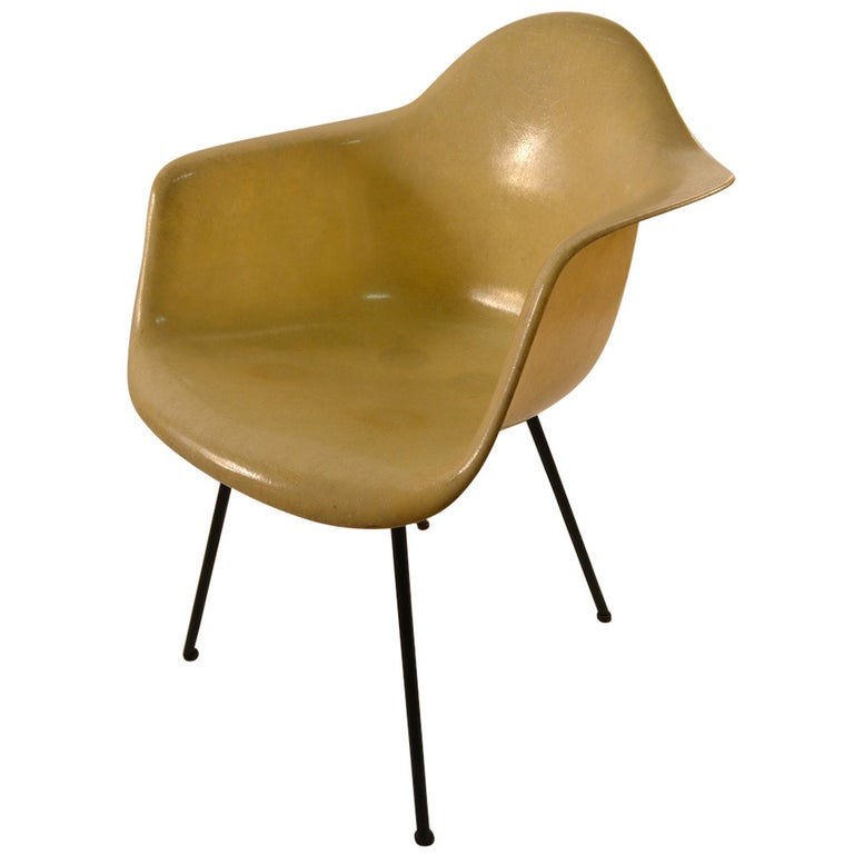 Early Eames Rope Edge Fiberglass Bucket Chair For Sale