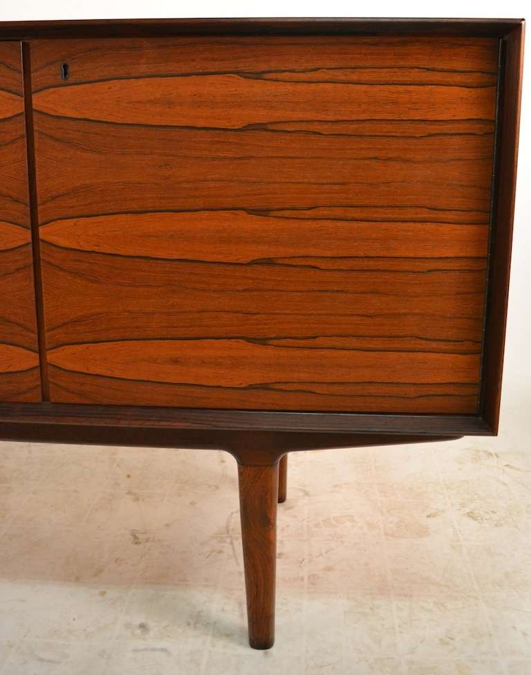 Elegant Large Rosewood Danish Modern Credenza Server In Excellent Condition For Sale In New York, NY