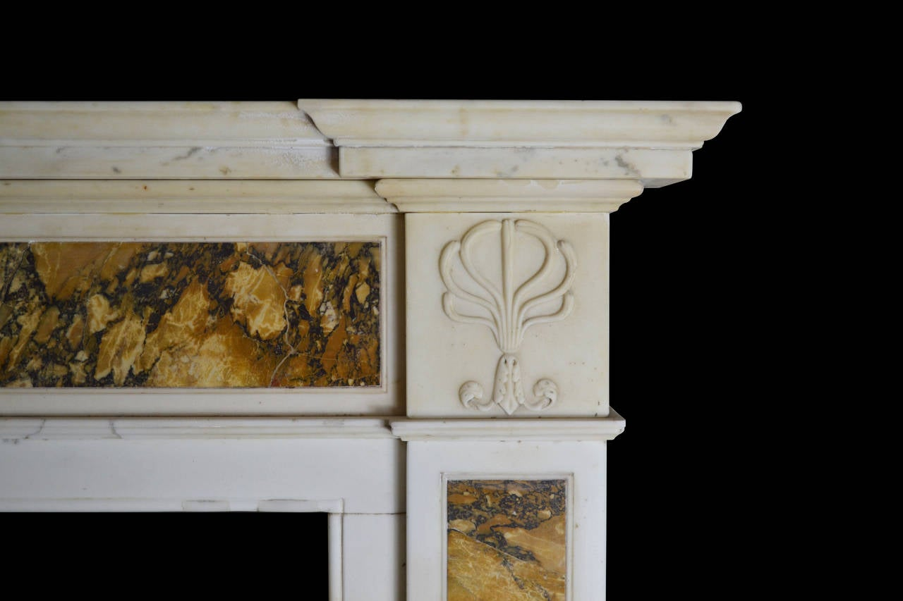 19th Century Regency Mantel in Statuary and Siena In Good Condition For Sale In New York, NY