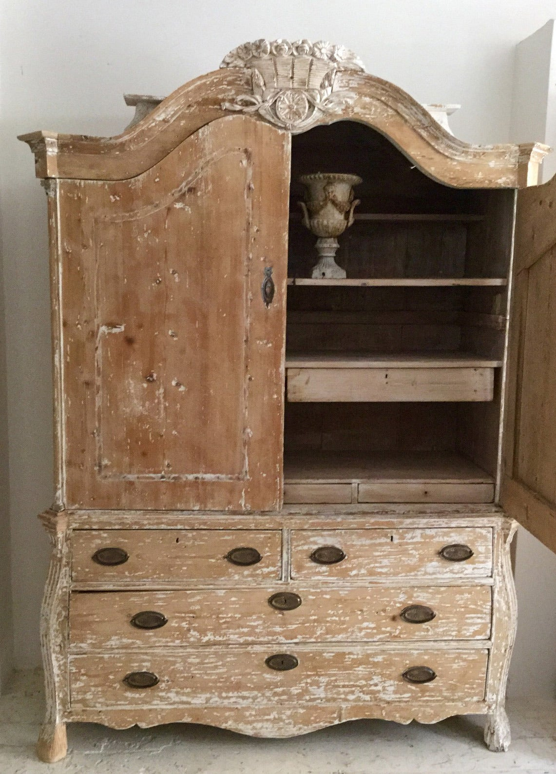 19th Century French Rococo Style Buffet Deux Corps 2
