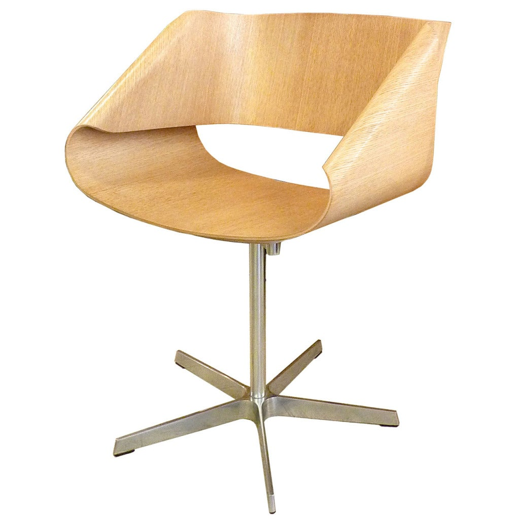 Ribbon chair in the style of the cl9 nastro of cesare for Famous chairs