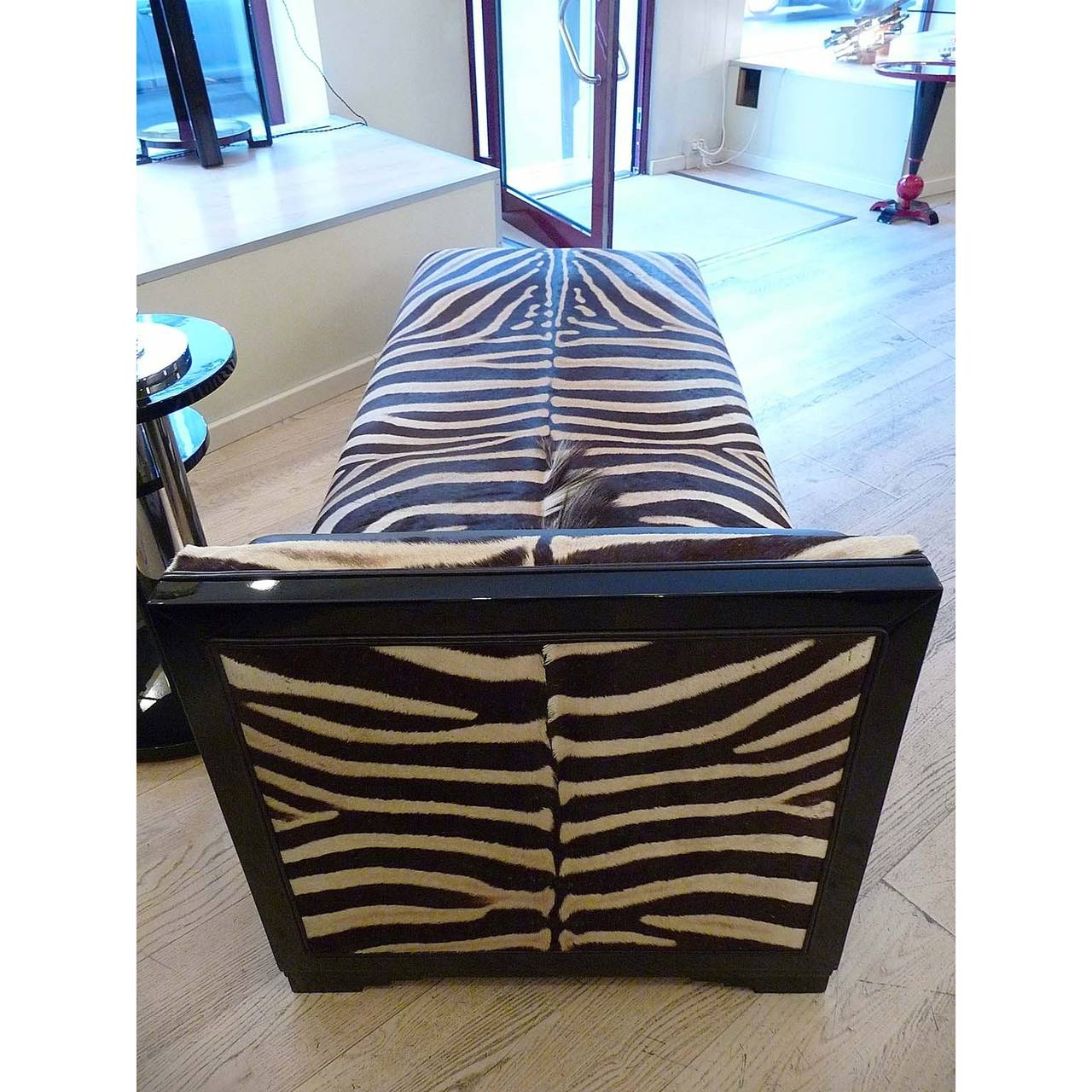 Exquisite art deco french chaise longue with zebra skin for Art nouveau chaise longue