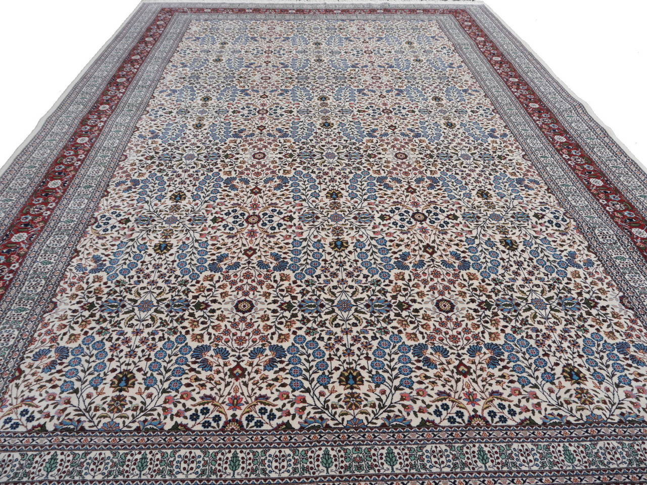 Fine Vintage Turkish Hereke Carpet In Excellent Condition For Sale In Lohr, Bavaria, DE