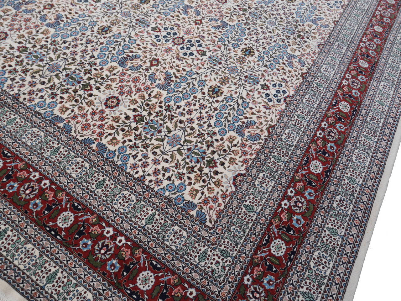 Fine Vintage Turkish Hereke Carpet For Sale 4