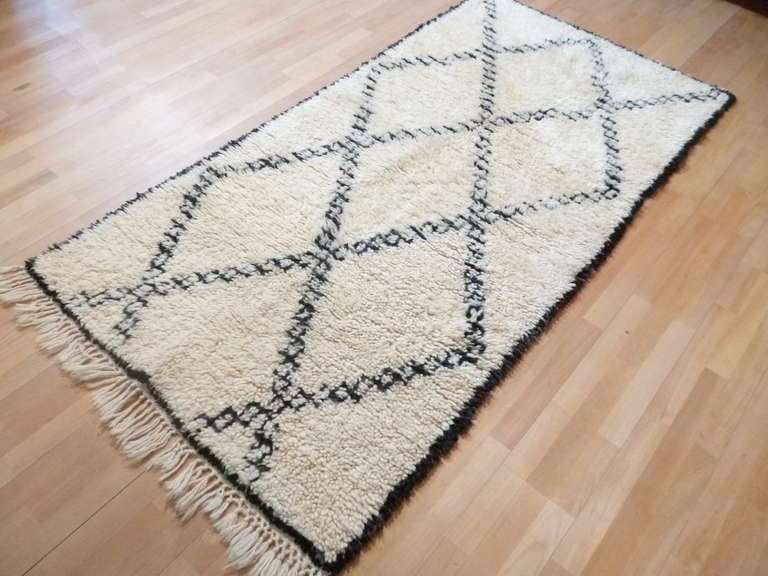 vintage beni ouarain berber rug at 1stdibs. Black Bedroom Furniture Sets. Home Design Ideas
