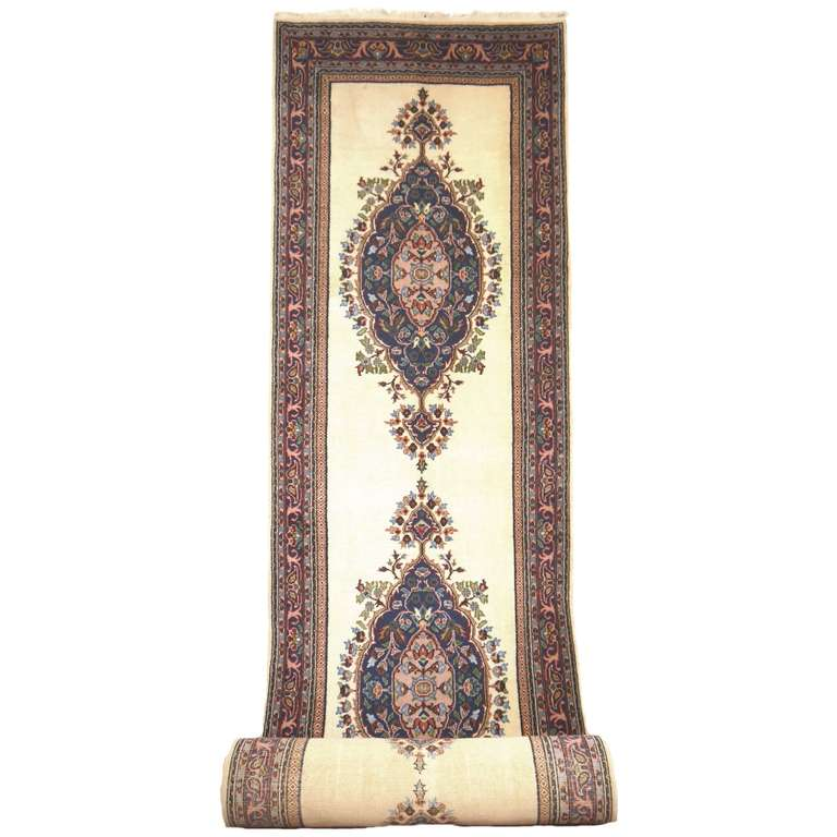 Beautiful vintage Turkish rug, very good condition.
