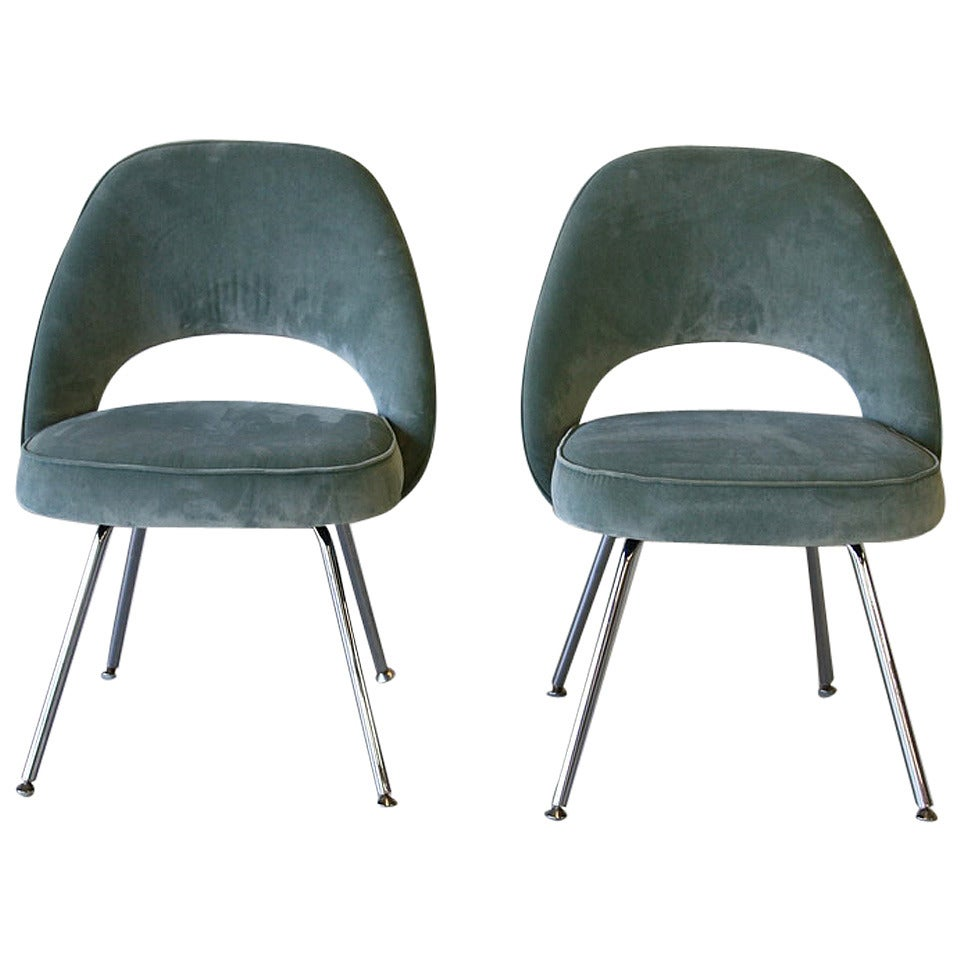 Nice Pair Of Saarinen Side Chairs, Knoll For Sale