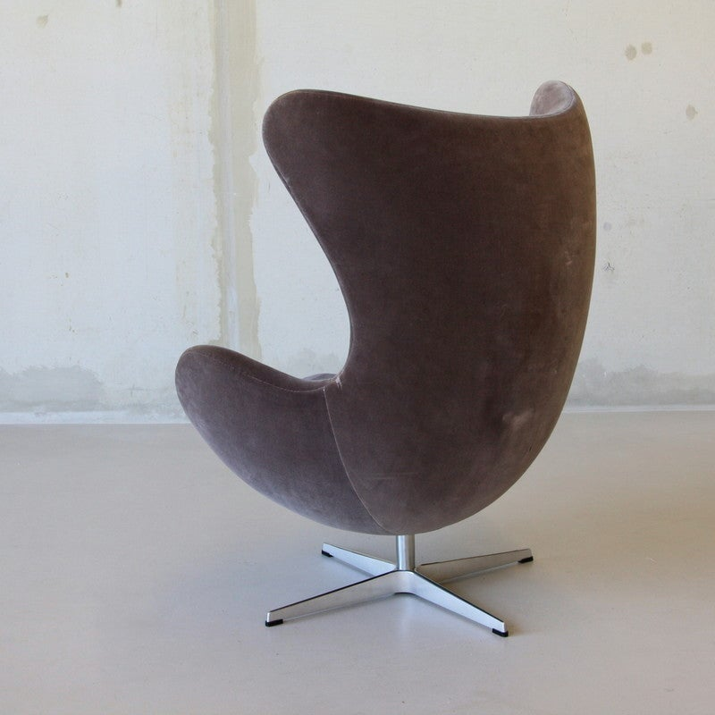 arne jacobsen egg chair and foot stool at 1stdibs. Black Bedroom Furniture Sets. Home Design Ideas