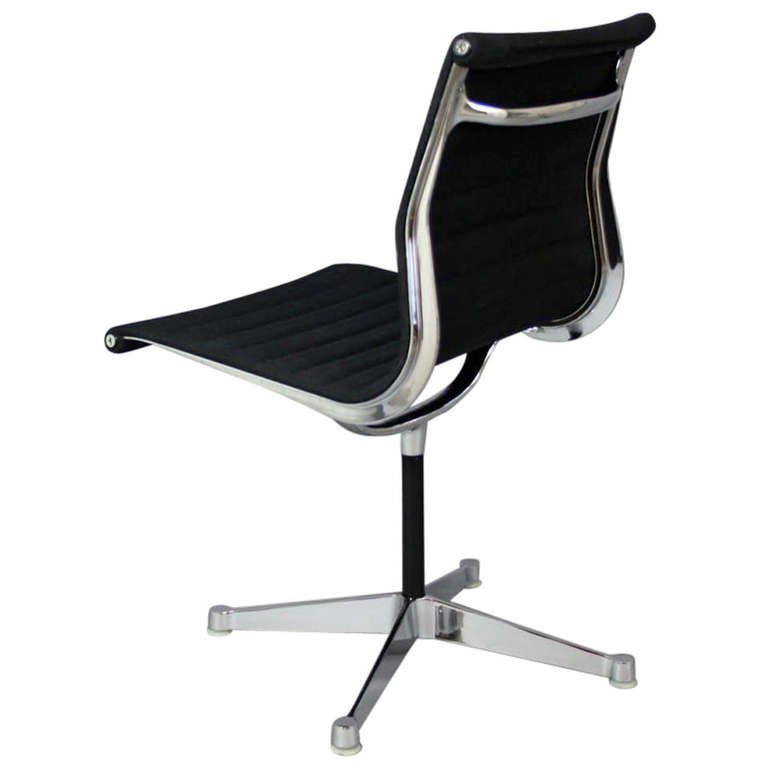 charles eames aluminium group chair ea105 for sale at 1stdibs. Black Bedroom Furniture Sets. Home Design Ideas