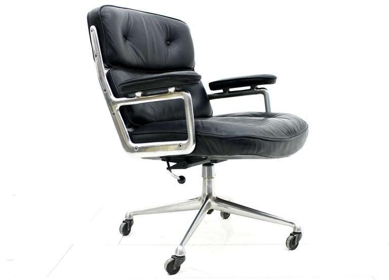 Charles Ray Eames Lobby Chair ES 105 Image 2