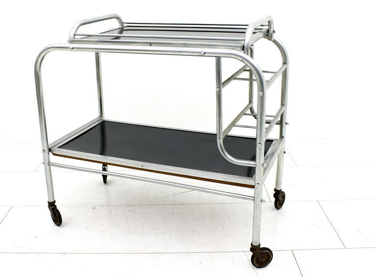 Nice Art Deco aluminium bar cart with tray from France, circa 1930s. Aluminium and linoleum.