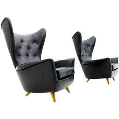 A Pair fantastic Wing Lounge Chairs in black Leather, 1950`s