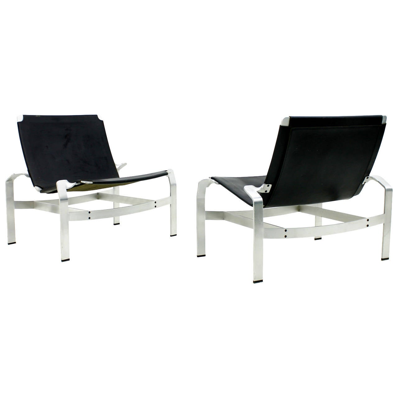 Pair of Lounge Chairs in Aluminum and Leather, Attributed to David De Majo