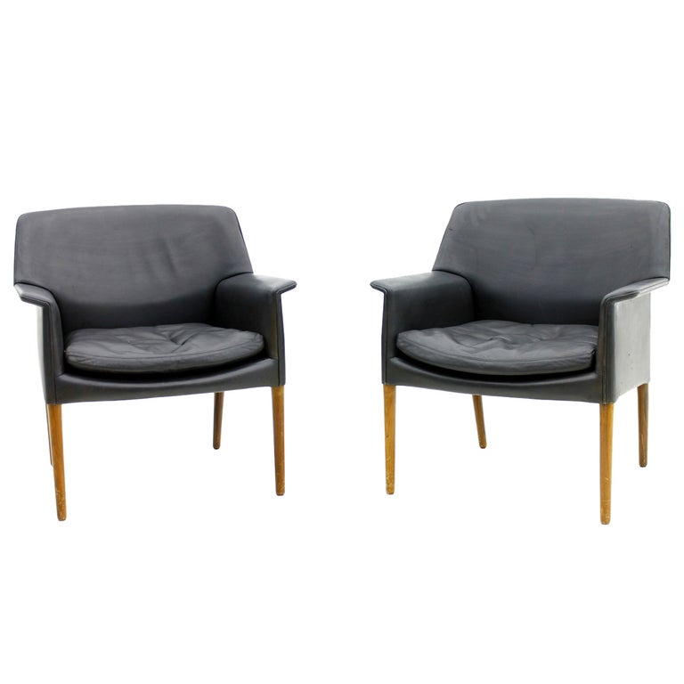 Pair Danish Lounge Chairs by Ejnar Larsen & Aksel Bender For Sale