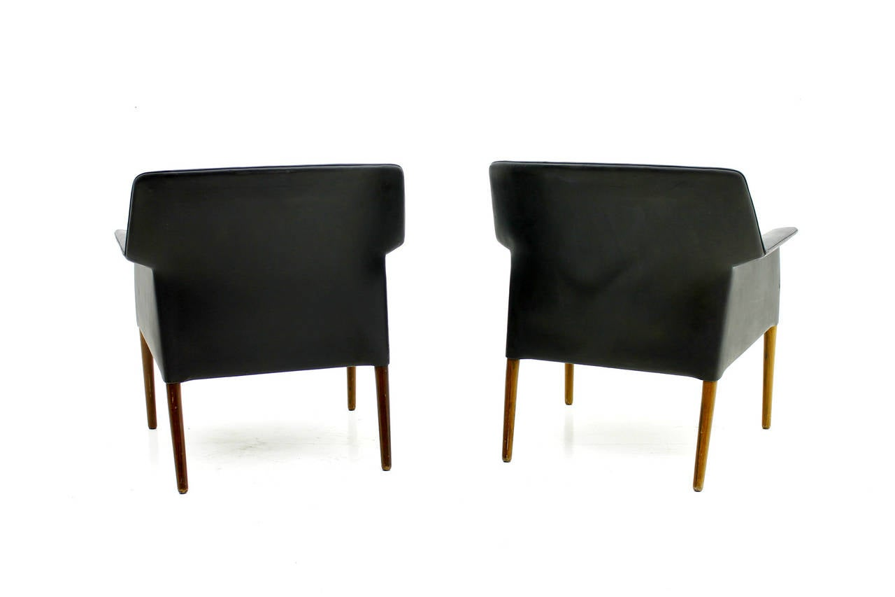 Pair Danish Lounge Chairs by Ejnar Larsen & Aksel Bender In Good Condition For Sale In Frankfurt / Dreieich, DE