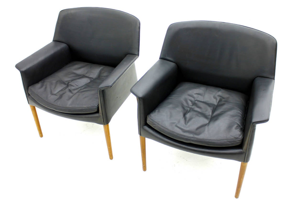 Mid-20th Century Pair Danish Lounge Chairs by Ejnar Larsen & Aksel Bender For Sale