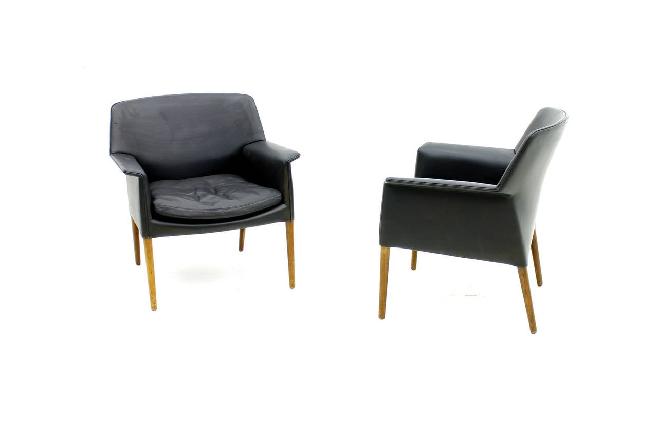 Scandinavian Modern Pair Danish Lounge Chairs by Ejnar Larsen & Aksel Bender For Sale
