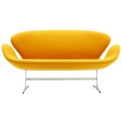 Arne Jacobsen Swan Sofa, Fritz Hansen, Denmark