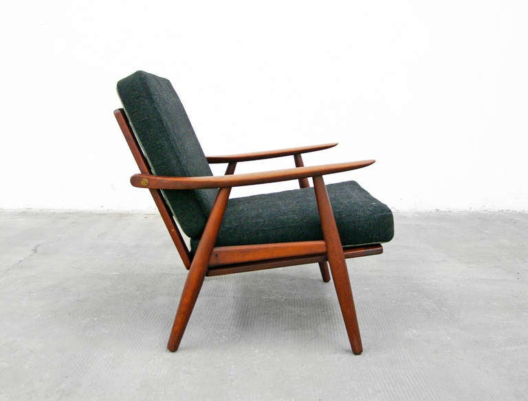 pair of teak easy chairs by hans wegner for getama ge 270 danish modern 1950 39 s 1960 39 s at. Black Bedroom Furniture Sets. Home Design Ideas