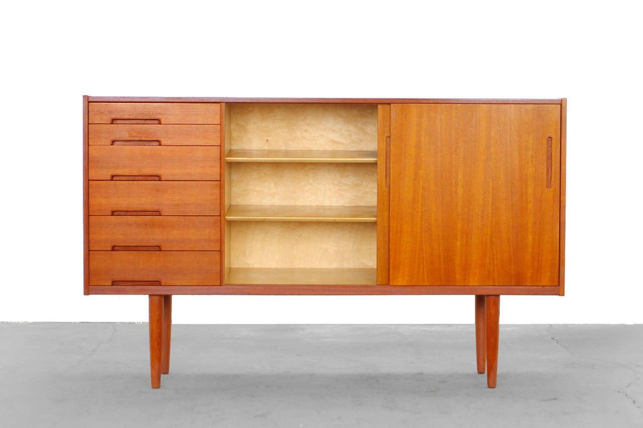 teak highboard by nils jonsson for troeds sweden floreno. Black Bedroom Furniture Sets. Home Design Ideas