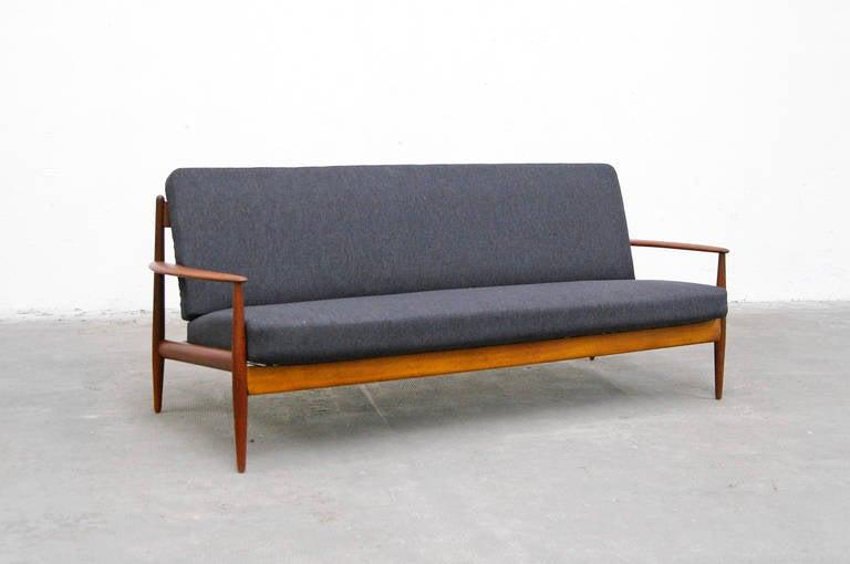 Grete jalk sofa model 118 3 sofa by grete jalk for france for Sofa 60er gebraucht