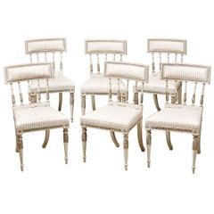 Set Sechs Schwedische Gustavianische Bemalte Esszimmerstühle aus dem Späten 18. Jahrhundert