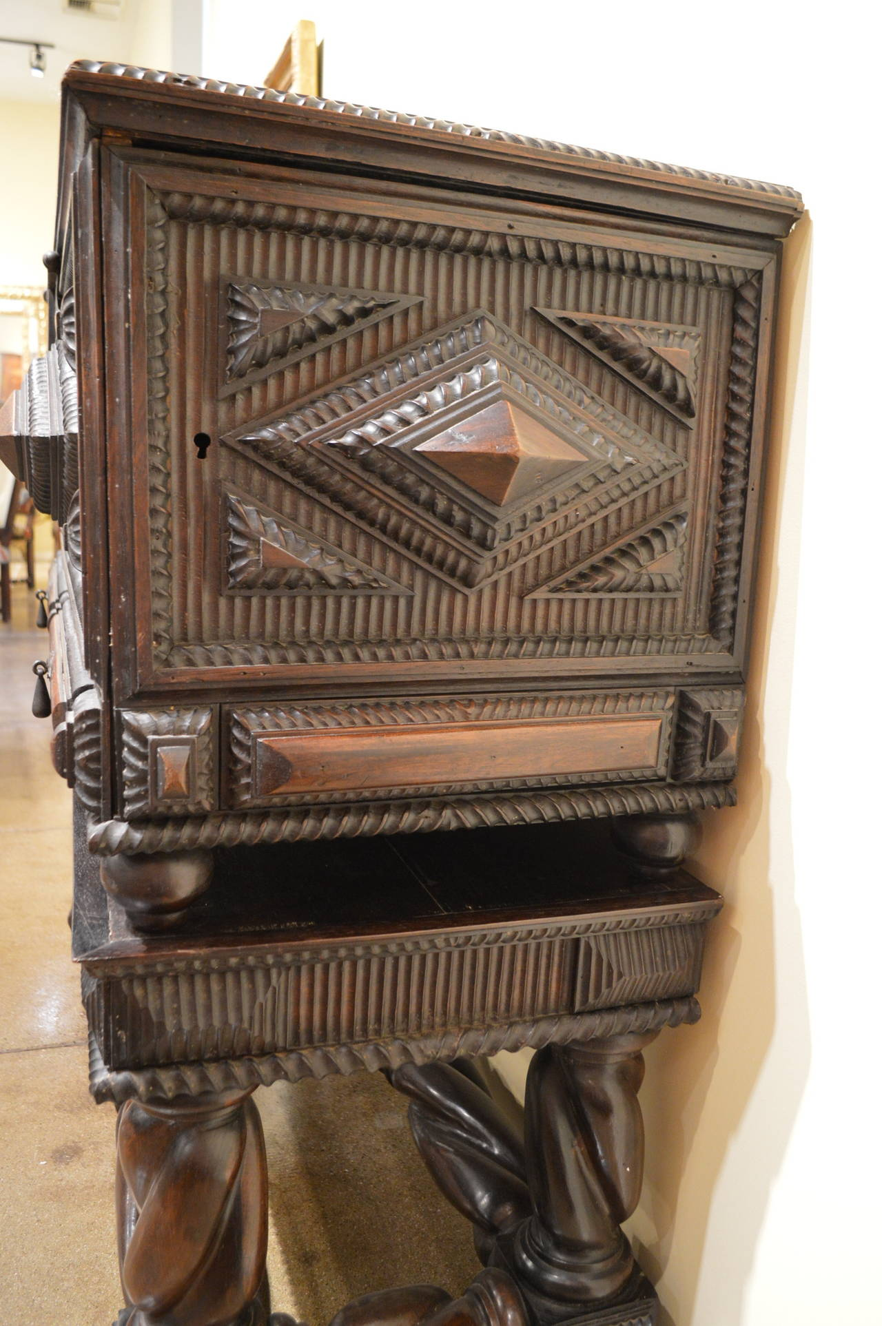 Portuguese Antique Baroque Chest in Solid Brazilian Rosewood For Sale 1