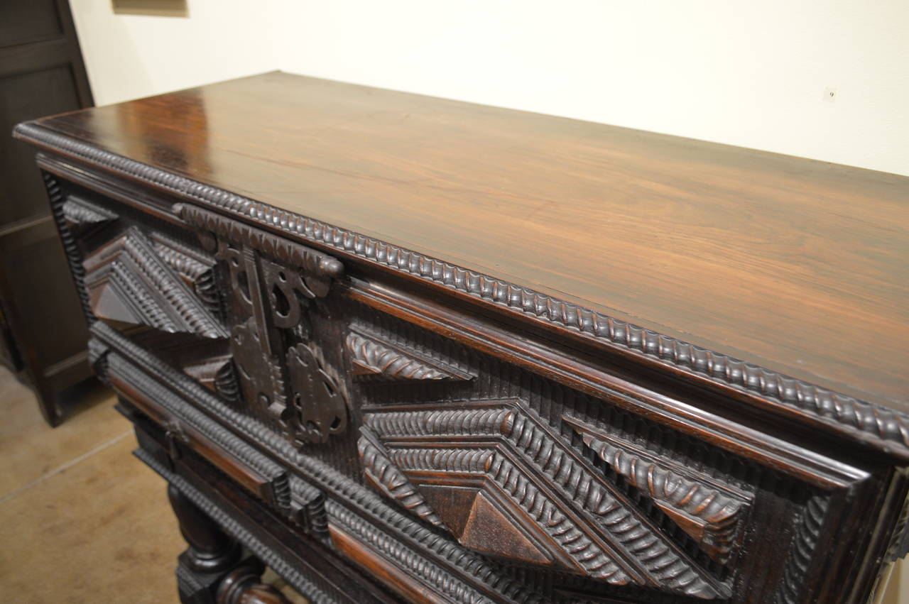 Portuguese Antique Baroque Chest in Solid Brazilian Rosewood For Sale 2