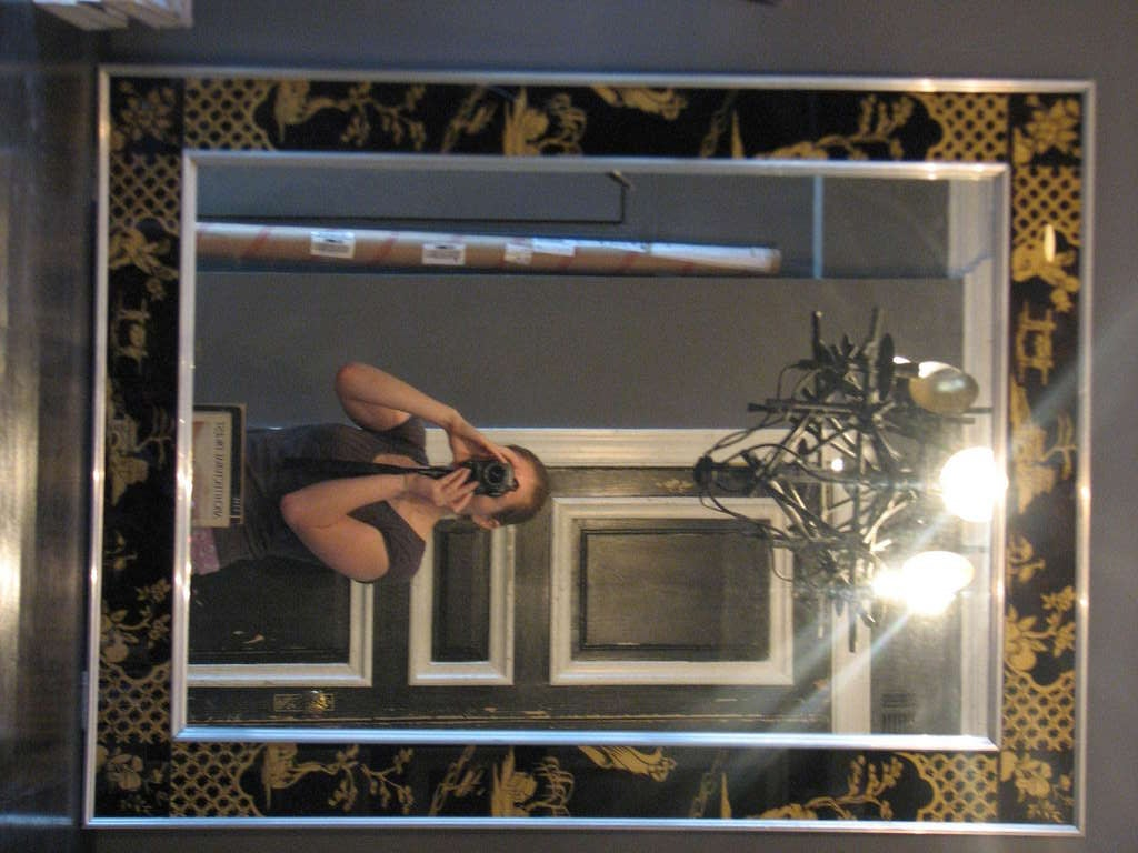 Rare symmetrically-framed La Barge Mirror feat. Eglomise in Black and Gold 2