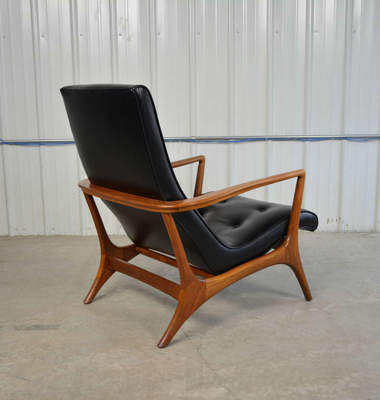 Mid Century Modern Walnut and Leather Lounge Chair at 1stdibs