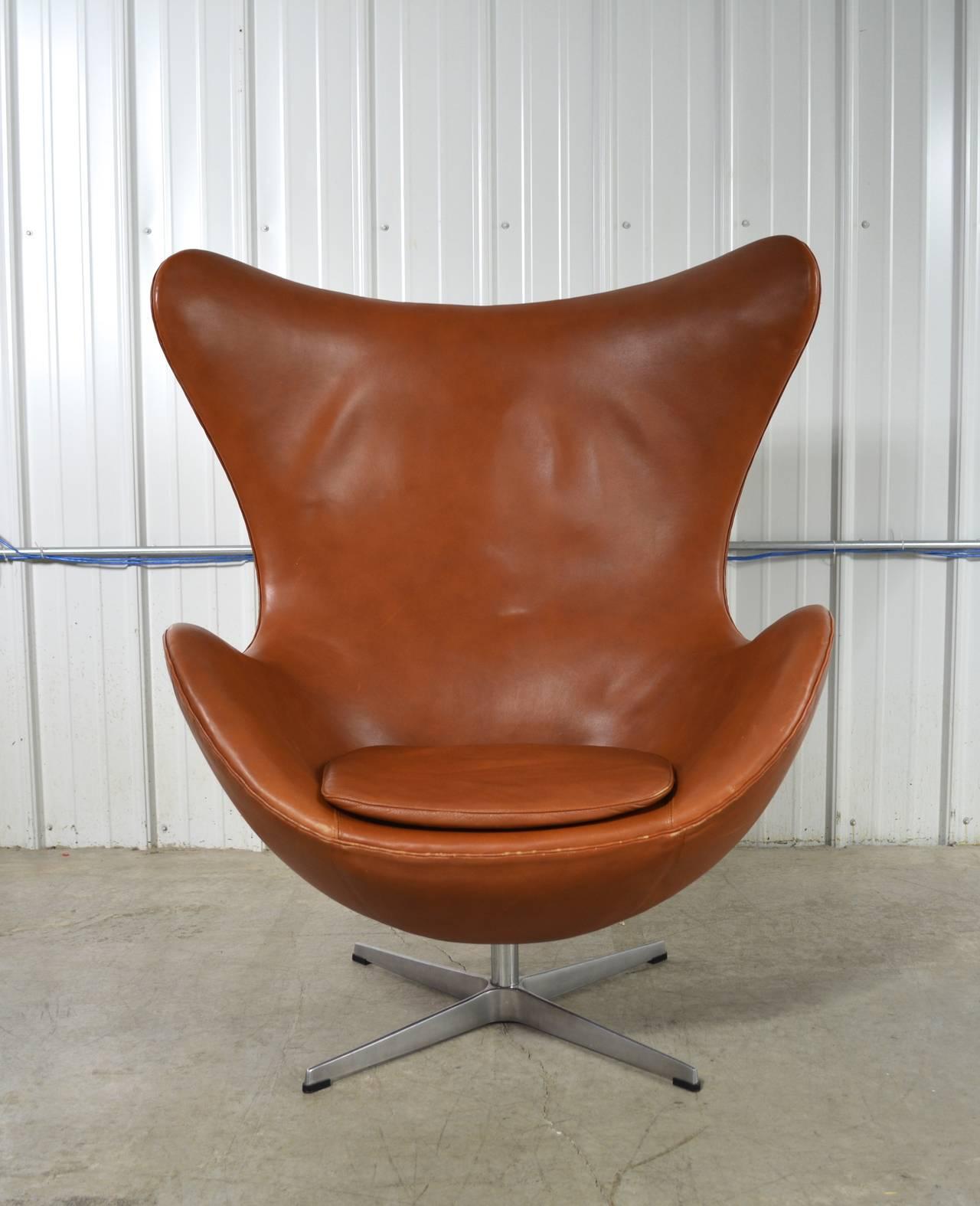 arne jacobsen egg chair and ottoman for sale at 1stdibs. Black Bedroom Furniture Sets. Home Design Ideas