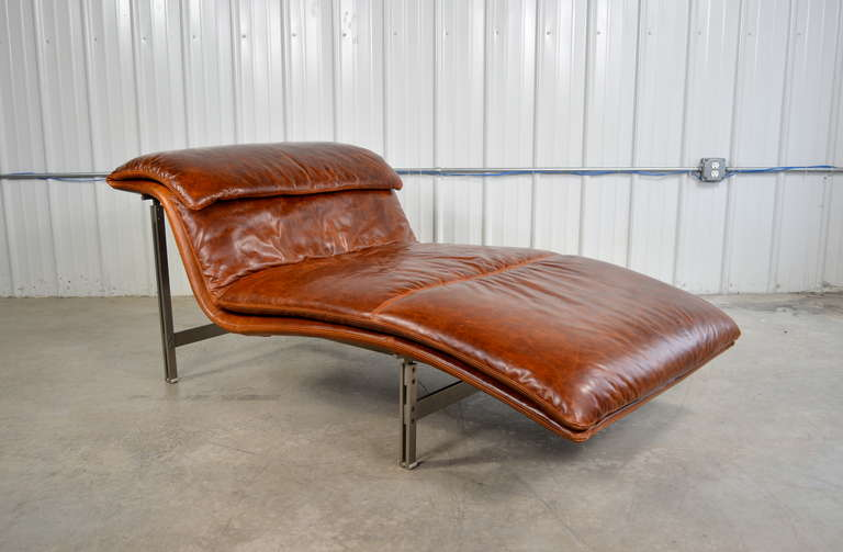 Giovanni offredi leather wave chaise longue chair for for Chaise longue leather