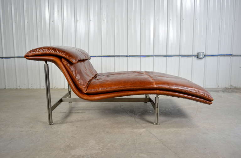 Giovanni offredi leather wave chaise longue chair for for Chaise longue wave
