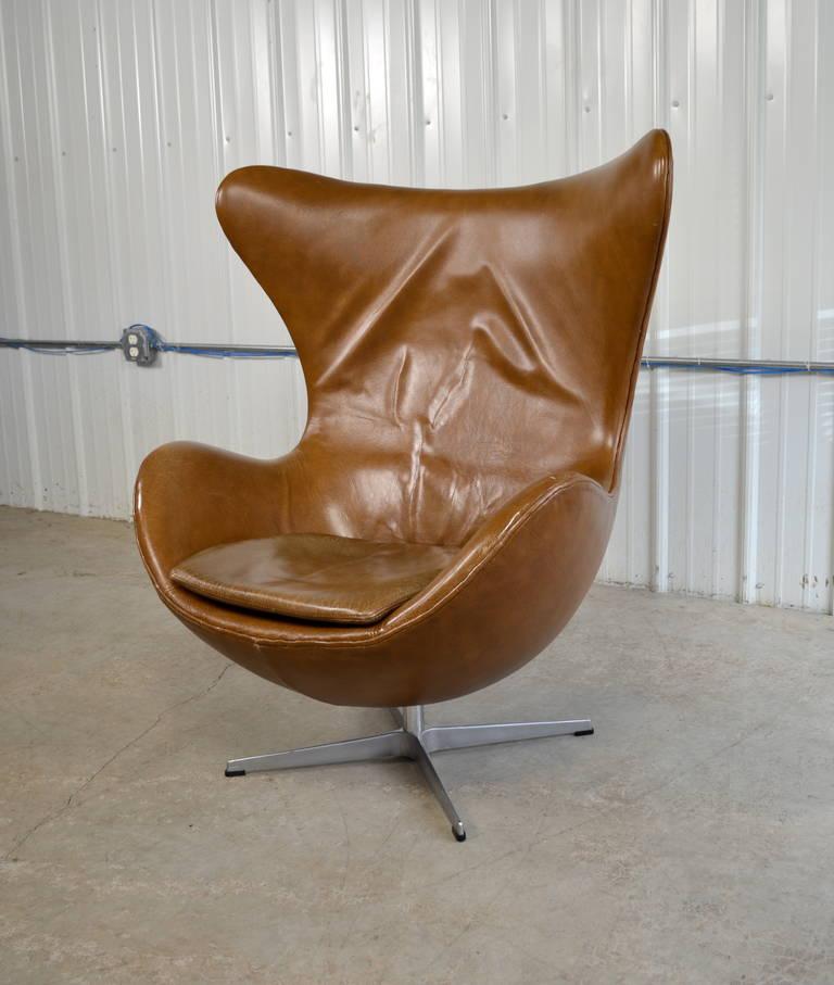 Arne jacobsen reclining egg chair in original leather for for Egg chair original