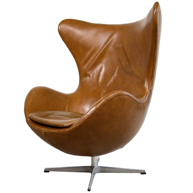 arne jacobsen reclining egg chair in original leather for fritz hansen at 1stdibs. Black Bedroom Furniture Sets. Home Design Ideas