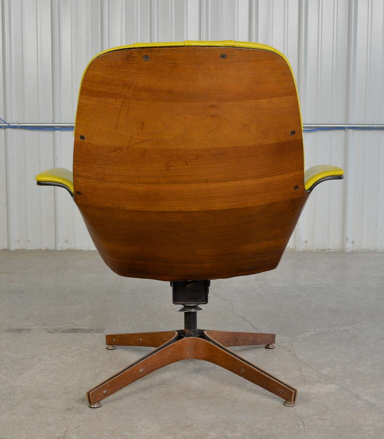 Swivel Lounge Chair by George Mulhauser for Plycraft at 1stdibs