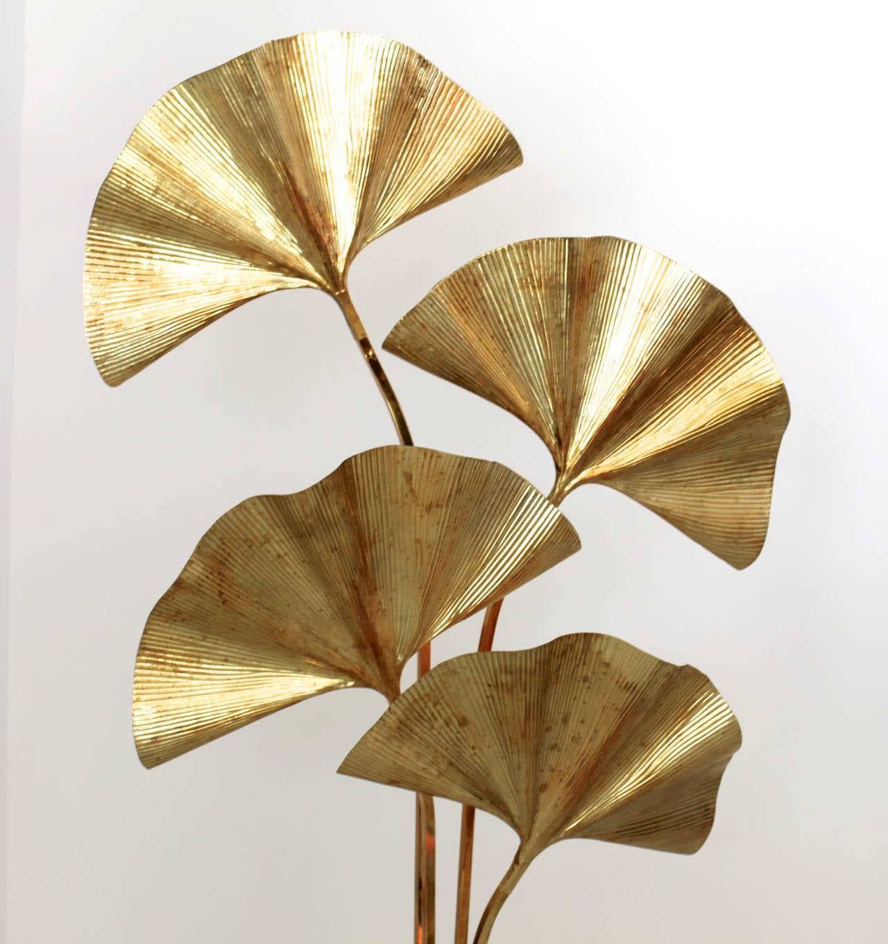 Wonderful, exceptional huge four ginkgo leaves floor lamp by the Italian designer Tommaso Barbi. The lamp is made of brass and the reflection of the light on the brass brings a cozy atmosphere in every room. The lamp is an icon of the 1970s design