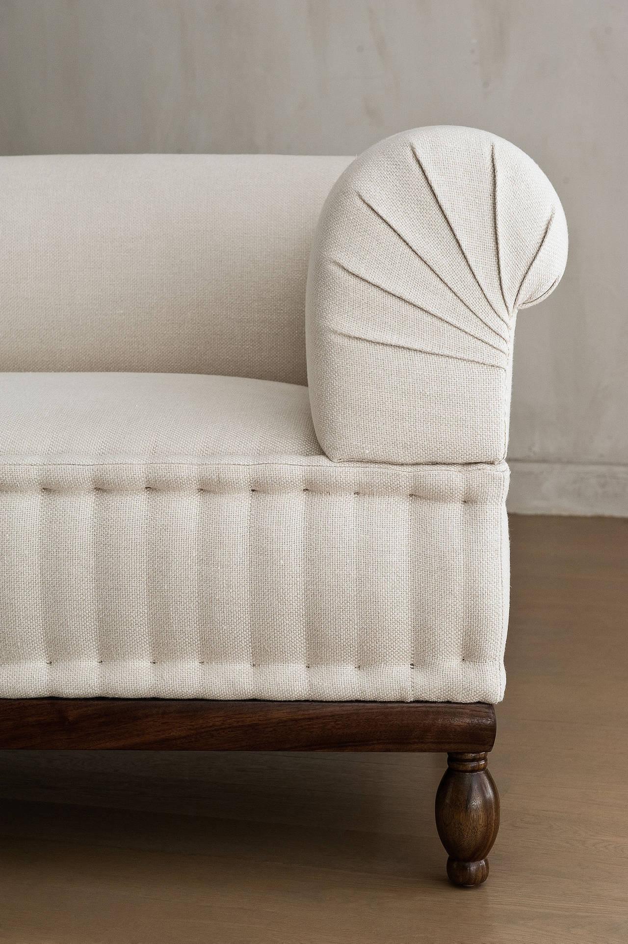 Brampton Pleated Sofa For Sale at 1stdibs : BramptonSofaPleated3l from www.1stdibs.com size 1280 x 1923 jpeg 424kB