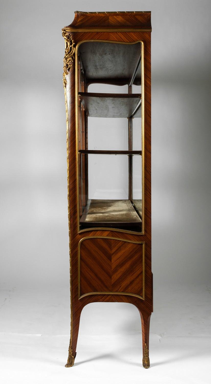 antique louis xv vitrine for sale at 1stdibs. Black Bedroom Furniture Sets. Home Design Ideas