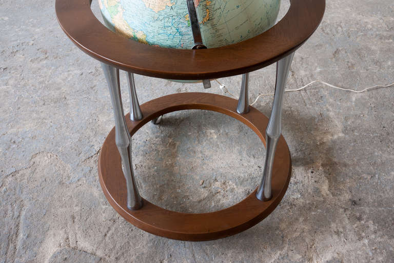 Replogle Terrestrial Floor Globe In Good Condition For Sale In Asbury Park, NJ