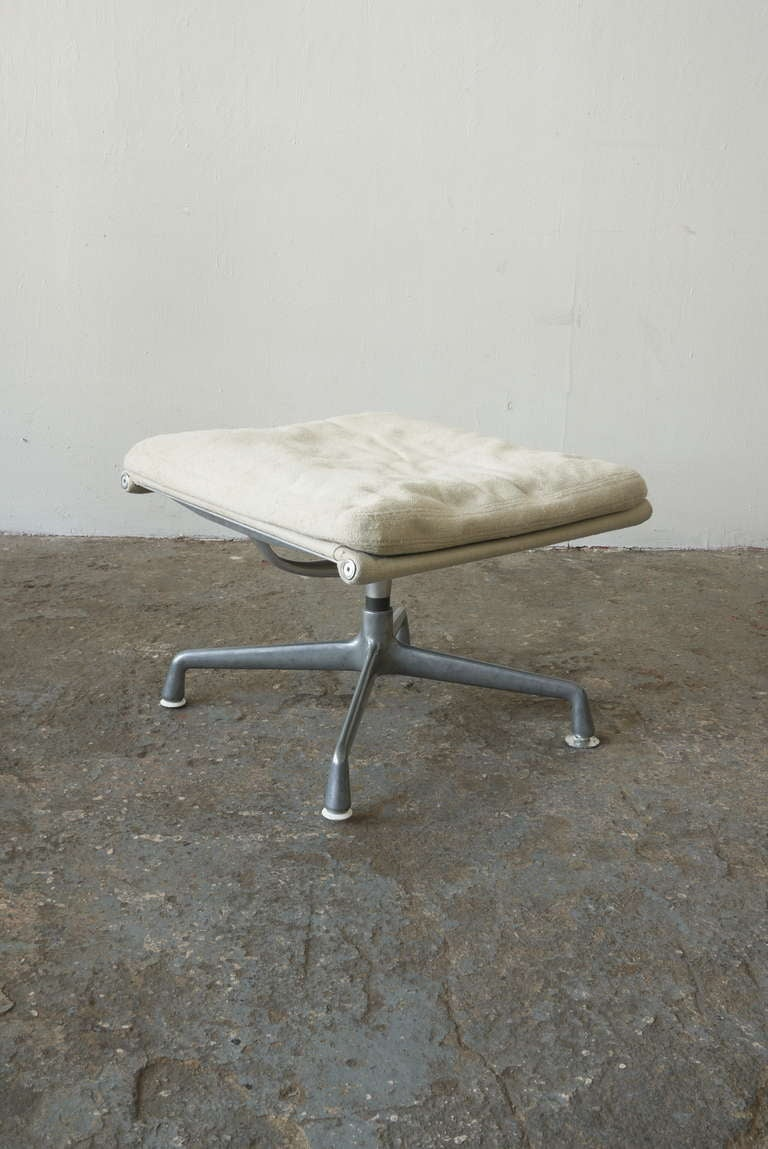 Eames aluminum group lounge chair and ottoman at 1stdibs - Eames lounge chair prix ...