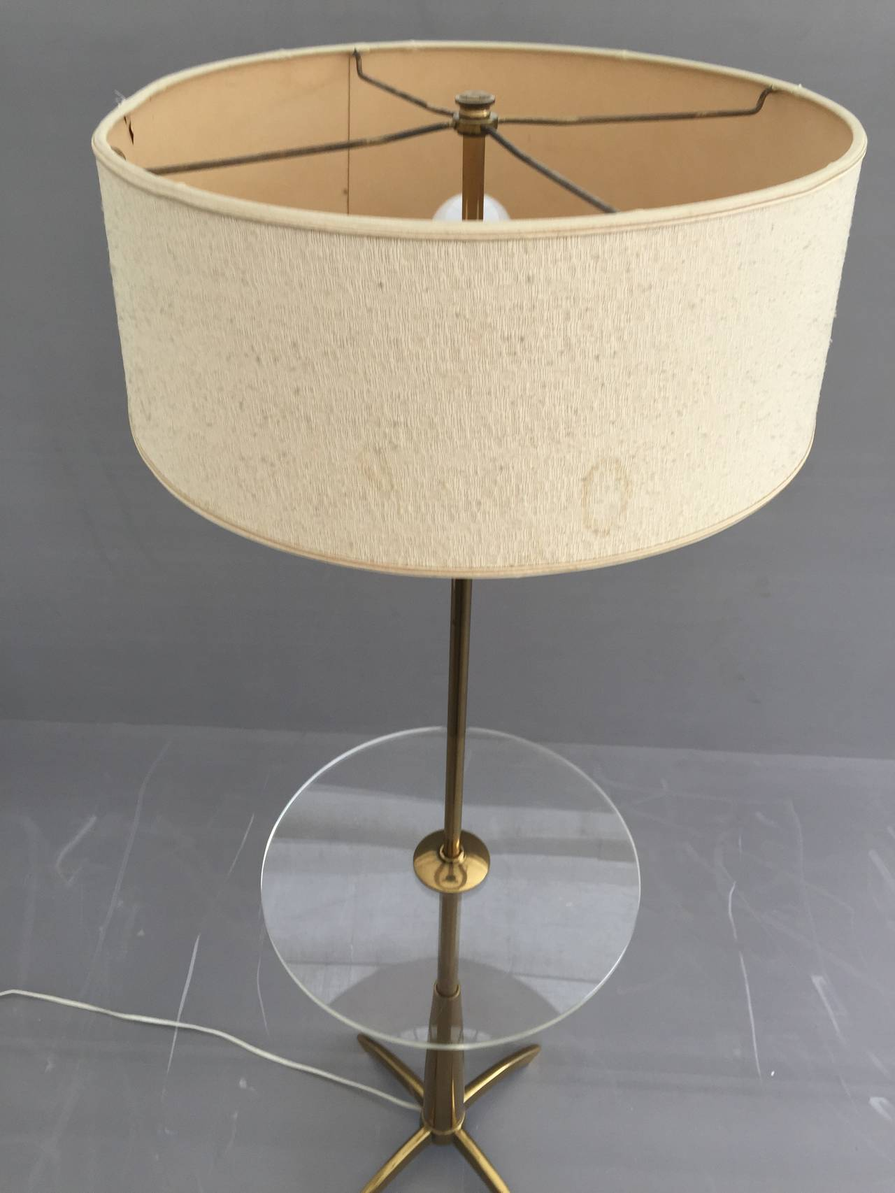 Brass and Acrylic Floor Lamp End Table In Excellent Condition For Sale In North Hollywood, CA