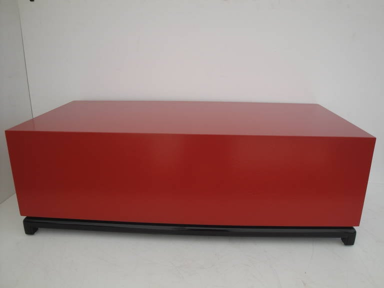 Hollywood Regency Red Lacquered and Brass Coffee Table or Cabinet In Excellent Condition For Sale In North Hollywood, CA