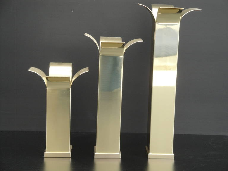 Set of Modernist Polished Brass Candlestick Holders In Excellent Condition For Sale In North Hollywood, CA
