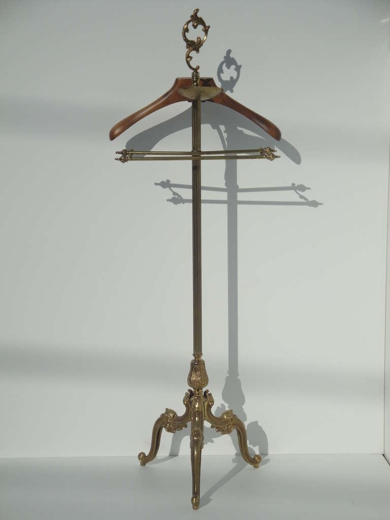 Gorgeous Triple Rococo Leg Brass And Wood Valet For Sale