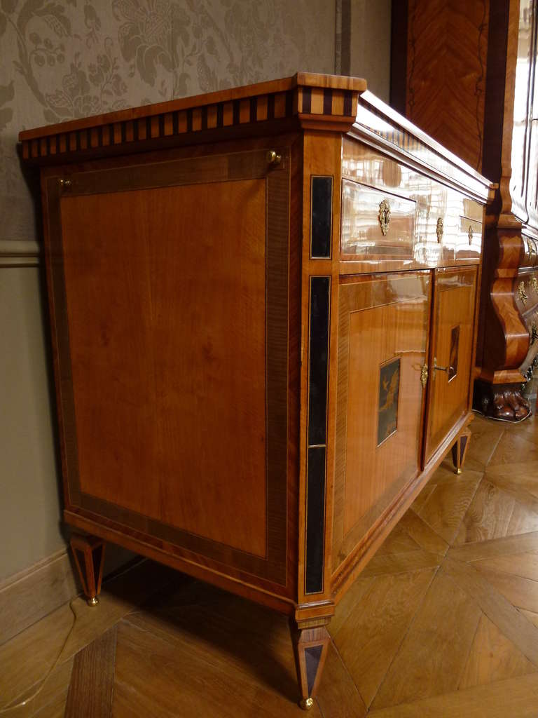 """18th Century and Earlier A fine Dutch Louis XVI sideboard or """"klapbuffet"""" For Sale"""