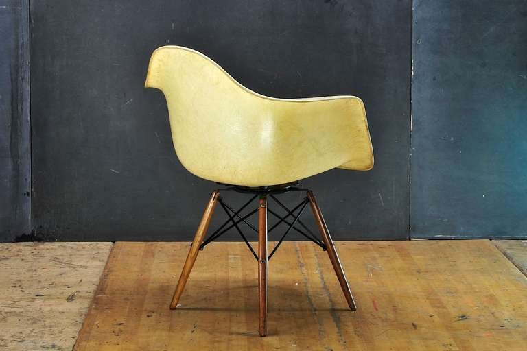 Mid-Century Modern 1950 Eames Paw Herman Miller Zenith Parchment Dowel Leg Chair Rope Edge For Sale