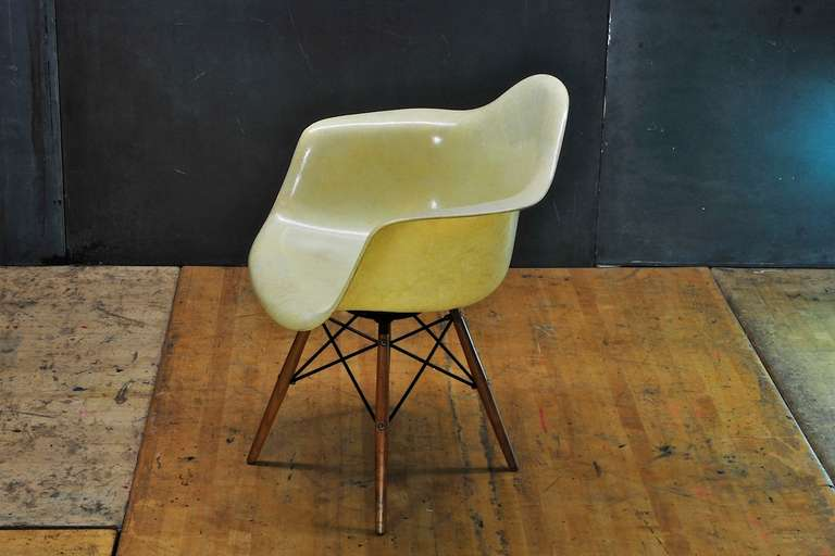 American 1950 Eames Paw Herman Miller Zenith Parchment Dowel Leg Chair Rope Edge For Sale