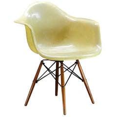 1950 Eames Paw Herman Miller Zenith Parchment Dowel Leg Chair