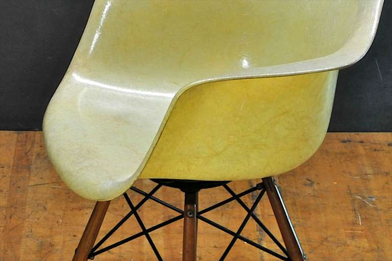 1950 Eames Paw Herman Miller Zenith Parchment Dowel Leg Chair Rope Edge In Fair Condition For Sale In Washington, DC